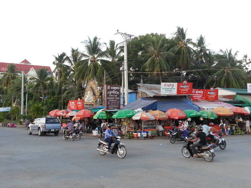 11-Row-of-Drink-Shops