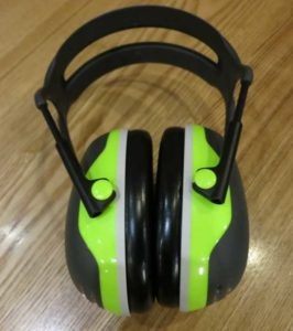 noise isolating earmuffs